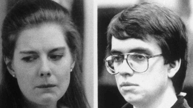 Elisabeth Haysom (l.) und Jens Soering (r.) verüben einen fast perfekten Mord...