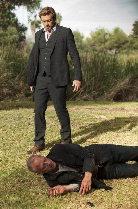 Hat Patrick Jane (Simon Baker, oben) in Sheriff Thomas McAllister (Xander Berkeley, unten) endlich den Mörder seiner Familie gefunden? - Bildquelle: Warner Bros. Television
