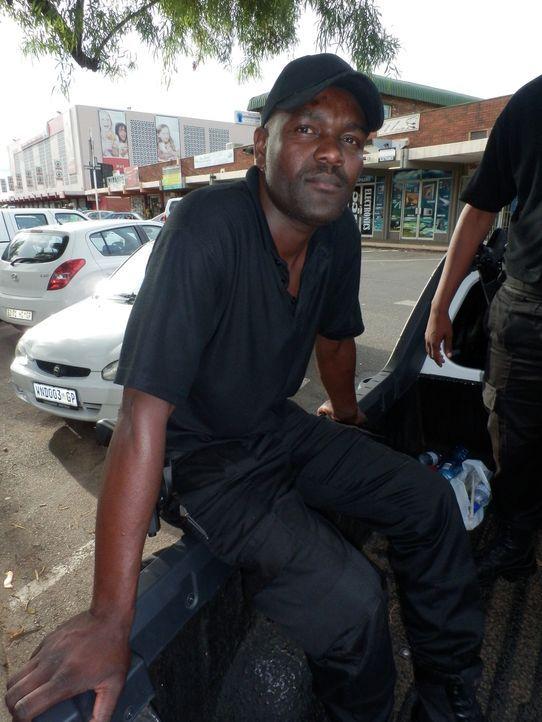 In Südafrika werden ca. 30 Autos täglich entführt. Private Security Unternehmen, wie die bei der Andries angestellt ist, stellen sich den Dieben und... - Bildquelle: Quicksilver Media 2012