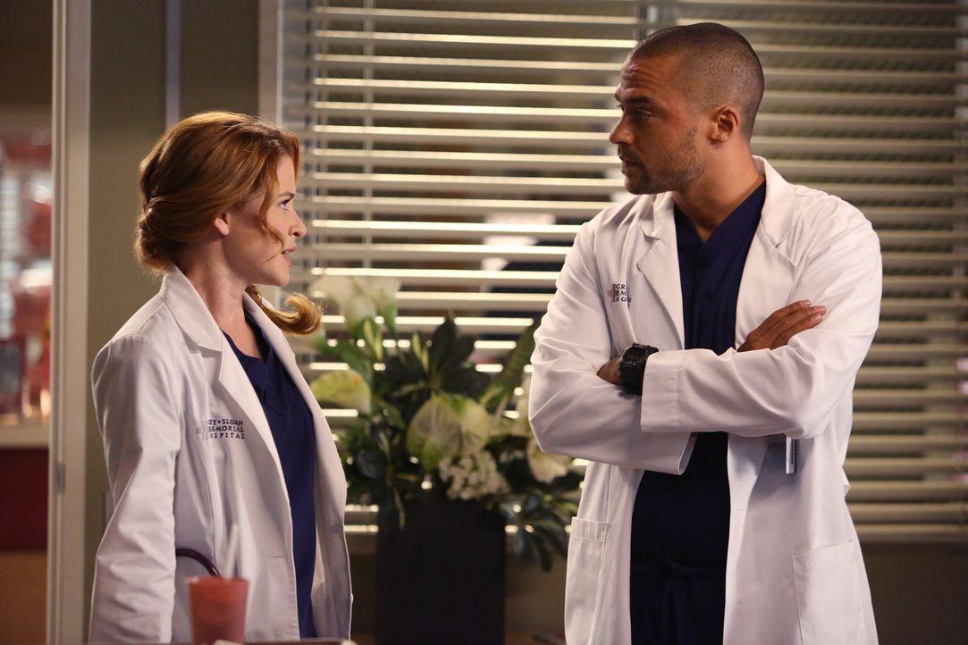 Endlich schafft es Jackson (Jesse Williams, r.), April (Sarah Drew, l.) klarzumachen, dass er nichts mehr für sie empfindet ... - Bildquelle: ABC Studios