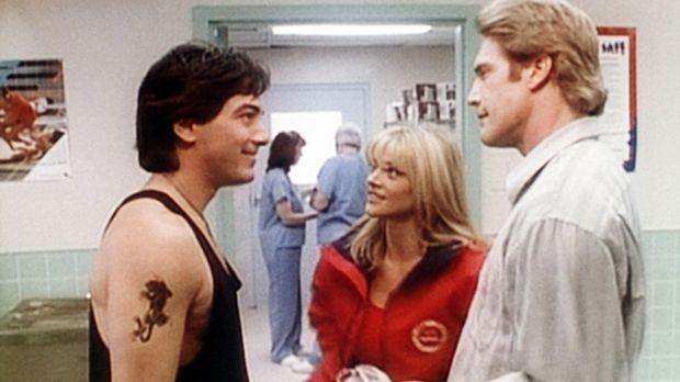 Steve (Barry Van Dyke, r.) und Jack (Scott Baio, l.) flirten mit der hübschen...