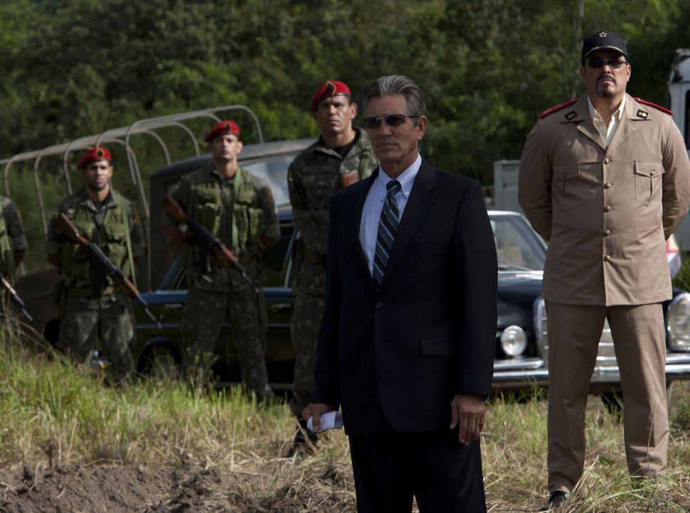 Der skrupellose Ex-CIA-Agent James Monroe (Eric Roberts) spielt ein falsches Spiel ... - Bildquelle: @ 2010 ALTA VISTA PRODUCTIONS, INC.