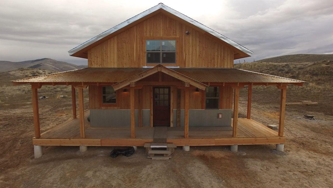 Traumhaus in der Wildnis: Jon und Etta Smith erfüllen sich endlich ihren Traum und bauen für sich und ihre kleine Tochter Syndi eine Ranch - in eine... - Bildquelle: 2016,DIY Network/Scripps Networks, LLC. All Rights Reserved