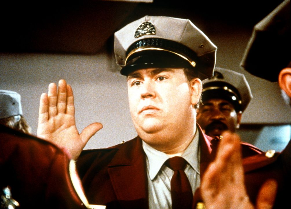 Frank Dooley (John Candy, M.) ist am Tiefpunkt seiner Karriere angelangt - er wird zum Wachmann vereidigt ... - Bildquelle: Columbia Pictures
