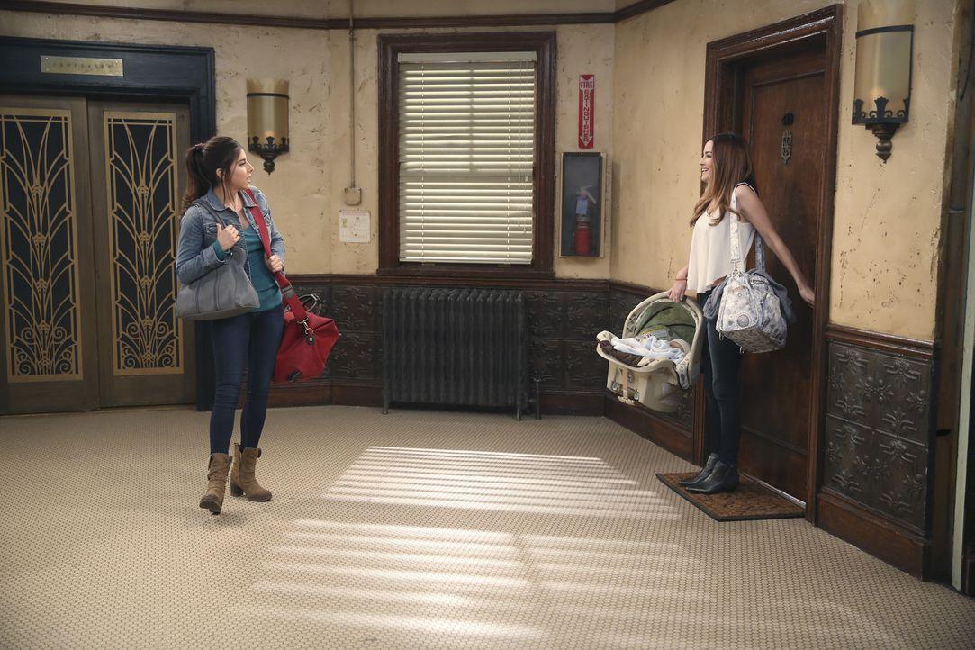 Als Sam Saffe (Daniella Monet, l.) sieht, dass Zoey (Jonna Walsh) aus Bens Wohnung kommt, wird sie eifersüchtig - hat sie doch Gefühle für ihn? - Bildquelle: Beth Dubber ABC Family