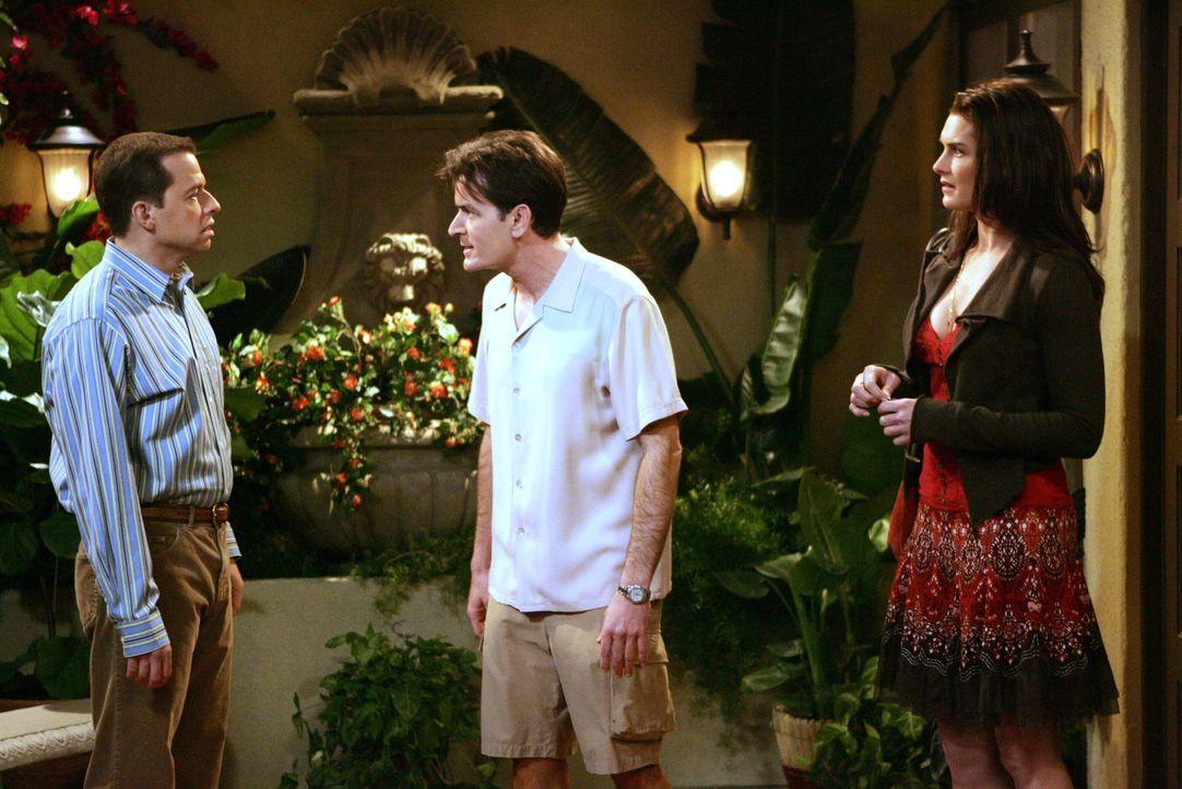 Danielle (Brooke Shields, r.) kann sich zwischen Charlie (Charlie Sheen, M.) und Alan (Jon Cryer, l.) nicht entscheiden und will darum mit beiden gl... - Bildquelle: Warner Brothers Entertainment Inc.