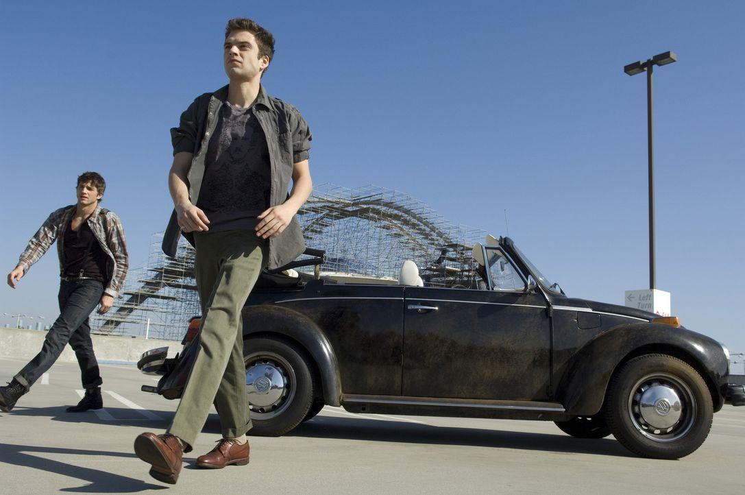 Nach und nach steht bemerkt Nikki (Ashton Kutcher, l.), dass seine Freundschaft zu Harry (Sebastian Stan, r.) wegen seinem Lebenswandel auf dem Spie... - Bildquelle: 2008 by EASY A Inc. All Rights Reserved