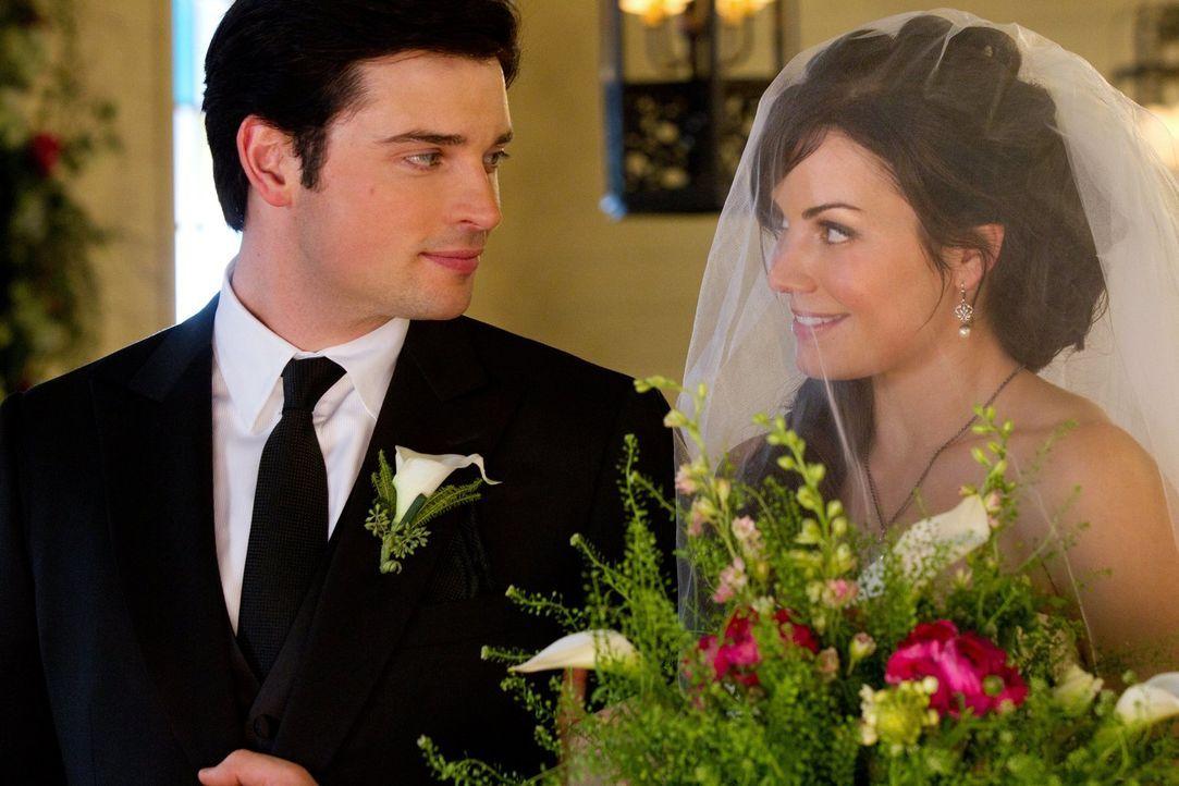 Wird die Hochzeit von Clark (Tom Welling, l.) und Lois (Erica Durance, r.) trotz aller Schwierigkeiten im Vorfeld stattfinden? - Bildquelle: Warner Bros.