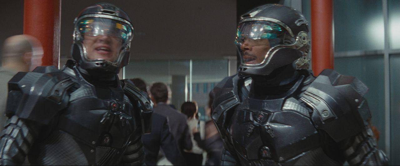 Steigen bei den G.I. Joes ein: die beiden Elitesoldaten Duke (Channing Tatum, l.) und Ripcord (Marlon Wayans, r.) ... - Bildquelle: 2009 Paramount Pictures Corporation. All Rights Reserved. Reserved.