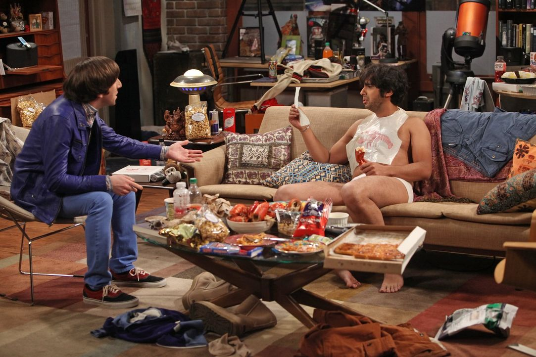 Raj (Kunal Nayyar, r.) will nach einem missglückten Date seine Wohnung nicht mehr verlassen, doch das kann Howard (Simon Helberg, l.) natürlich nich... - Bildquelle: Warner Bros. Television