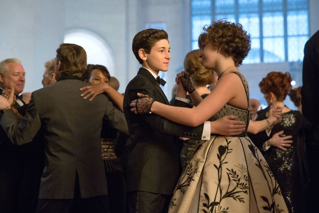 Arbeiten zusammen, um die Korruption innerhalb von Wayne Enterprises aufzudecken: Bruce (David Mazouz, l.) und Selina (Camren Bicondova, r.) - Bildquelle: Warner Bros. Entertainment, Inc.
