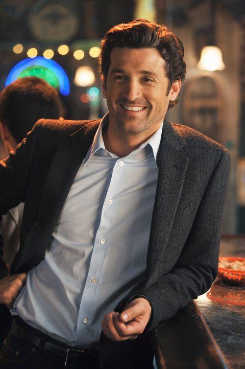 Derek (Patrick Dempsey) hat eine Überraschung für Meredith parat: Er ist auf dem Titelbild einer nationalen Medizin-Fachzeitschrift abgebildet ... - Bildquelle: Touchstone Television