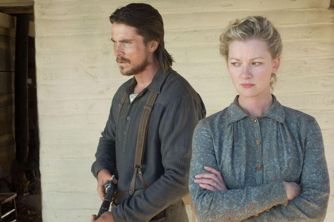 Nachdem der ehemalige Scharfschütze Dan Evans (Christian Bale, r.) nach einem tragischen Unfall aus der Armee entlassen wird, versucht er sich mit... - Bildquelle: 2007 Yuma, Inc. All Rights Reserved.