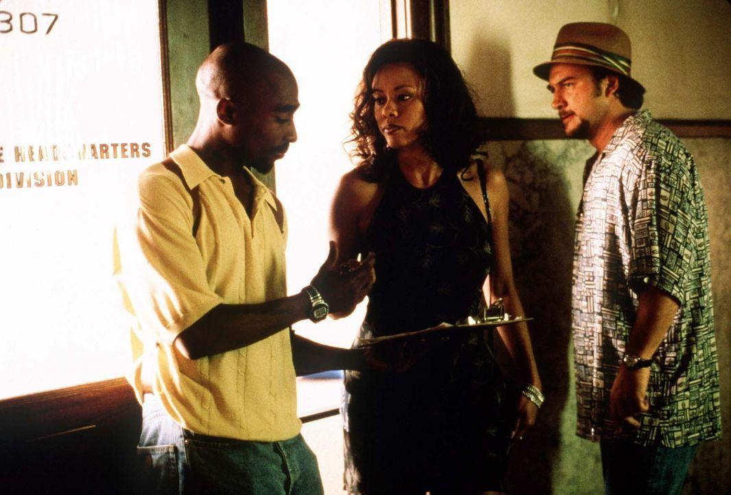 Als Rodriguez (Tupac Shakur l.) und Divinci (James Belushi, r.) mitten in der Klemme stecken, spannen sie die unschuldige Cynthia (Lela Rochon, M.)... - Bildquelle: Orion Pictures Entertainment