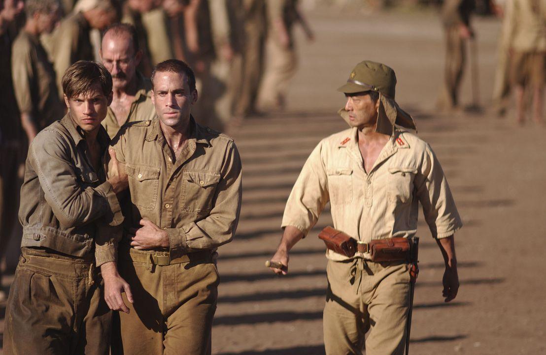 Sie gehen bis an ihre Grenzen: Gibson (Joseph Fiennes, M.) und die anderen Soldaten riskieren viel, um ihre Kollegen zu befreien ... - Bildquelle: Buena Vista International
