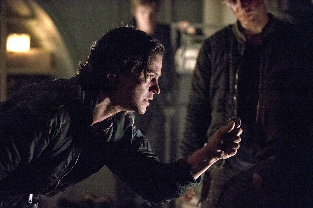 Die Suche nach Clarke und den Anderen verändert Finns (Thomas McDonell) Verständnis von Gerechtigkeit ... - Bildquelle: 2014 Warner Brothers