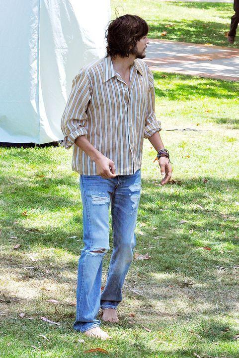 ashton-kutcher-filmset-jobs-12-06-18-02-comjpg 1327 x 1990 - Bildquelle: WENN.com