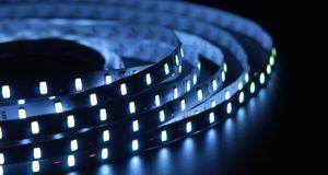 LED-Streifen sind biegbar und in verschiedenen Farben und Längen erhältlich –...
