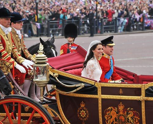William-Kate-Auszug-Kirche-Kutsche13-11-04-29-500_404_AFP - Bildquelle: AFP