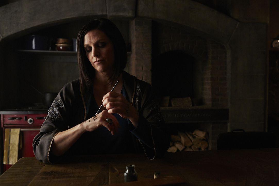 Lässt keine Chance ungenutzt, um Savannah und Elena zu finden: Ruth (Tammy Isbell) ... - Bildquelle: 2015 She-Wolf Season 2 Productions Inc.