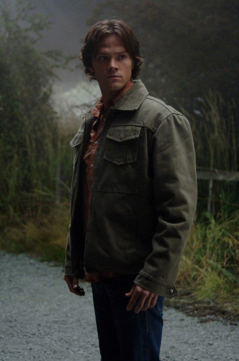 Sam (Jared Padalecki) und Dean Winchester sind in einer Kleinstadt einer mysteriösen Mordserie auf der Spur ... - Bildquelle: Warner Bros. Television