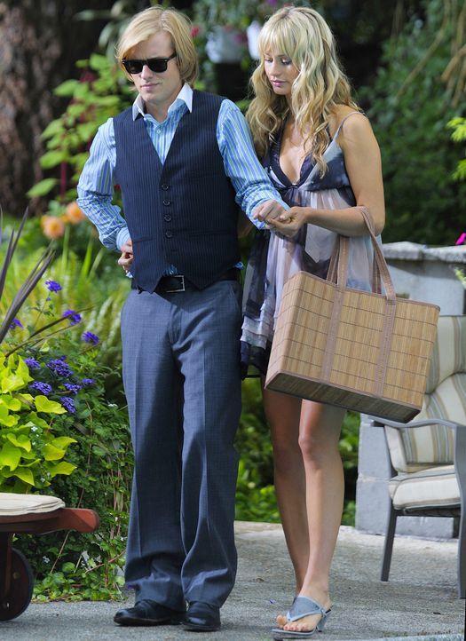 Chloe (Cameron Richardson, r.) und Cal (Adam Campbell, l.) sind seit einiger Zeit ein Paar. Nun beschließt Cal, den nächsten Schritt zu wagen und... - Bildquelle: 2009 CBS Studios Inc. All Rights Reserved.