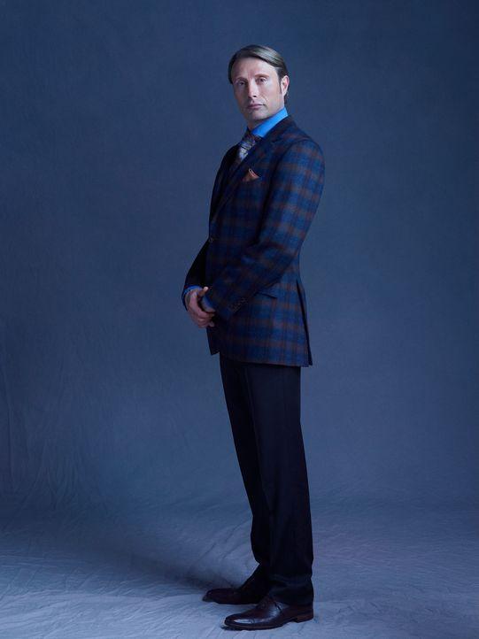 (1. Staffel) - Hütet ein düsteres Geheimnis: Dr. Hannibal Lecter (Mads Mikkelsen) - Bildquelle: Robert Trachtenberg 2013 NBCUniversal Media, LLC