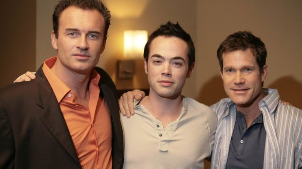 Während Julia mit Annie und Conor in New York lebt, Matt (John Hensley, M.) u...