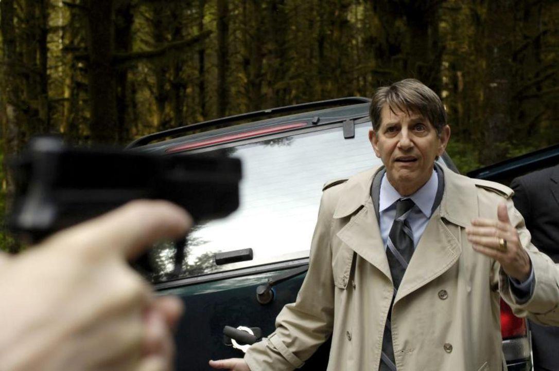 Diana und Tom fordern von Ryland (Peter Coyote), Alana wieder freizulassen, doch dieser stellt eine Bedingung ... - Bildquelle: Viacom Productions Inc.