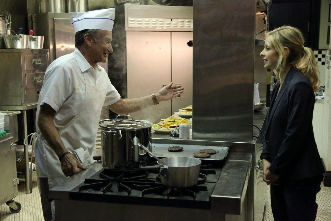 Sydney (Sarah Michelle Gellar, r.) wird von ihrem Vater Simon (Robin Williams, l.) in Strafurlaub geschickt. Allerdings hat sie Schwierigkeiten dami... - Bildquelle: 2013 Twentieth Century Fox Film Corporation. All rights reserved.