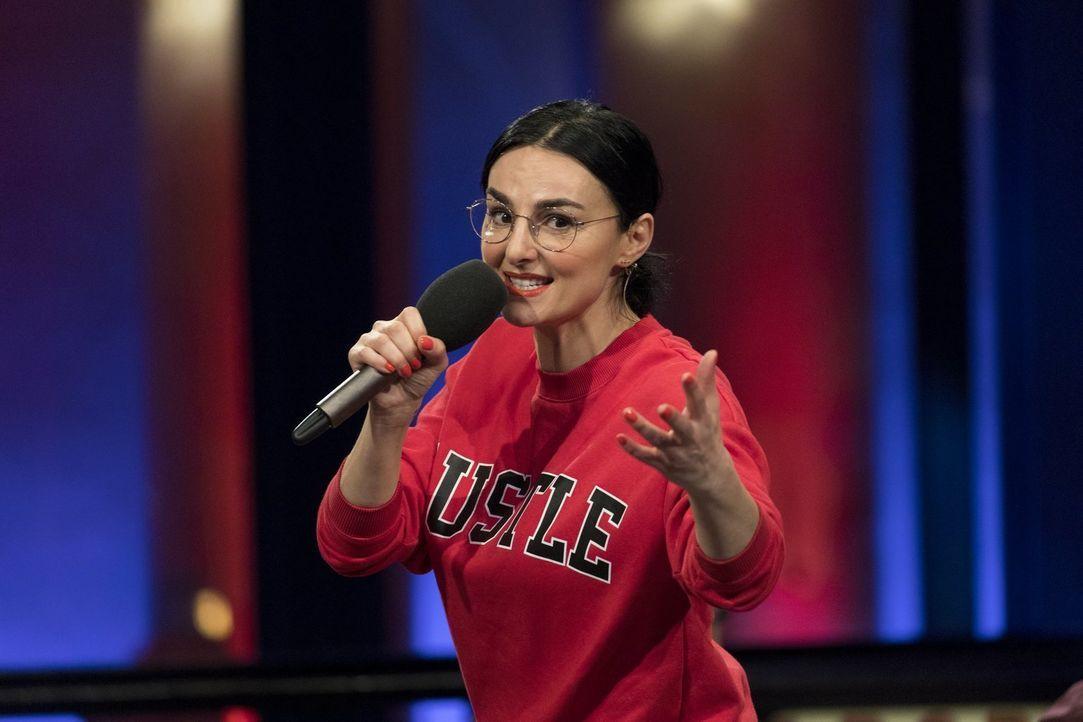 """Präsentiert in """"Die Comedy-Show"""" eine von fünf unglaublichen, witzigen Storys: Mimi Fiedler ... - Bildquelle: Benedikt Müller ProSieben"""