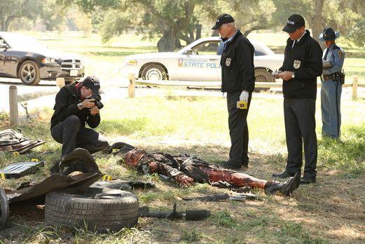 Navy CIS - McGee (Sean Murray, l.), Gibbs (Mark Harmon, 2.v.l.) und DiNozzo (...