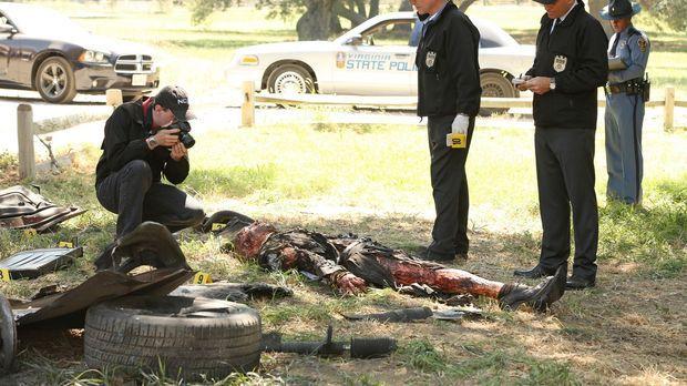 McGee (Sean Murray, l.), Gibbs (Mark Harmon, 2.v.l.) und DiNozzo (Michael Wea...