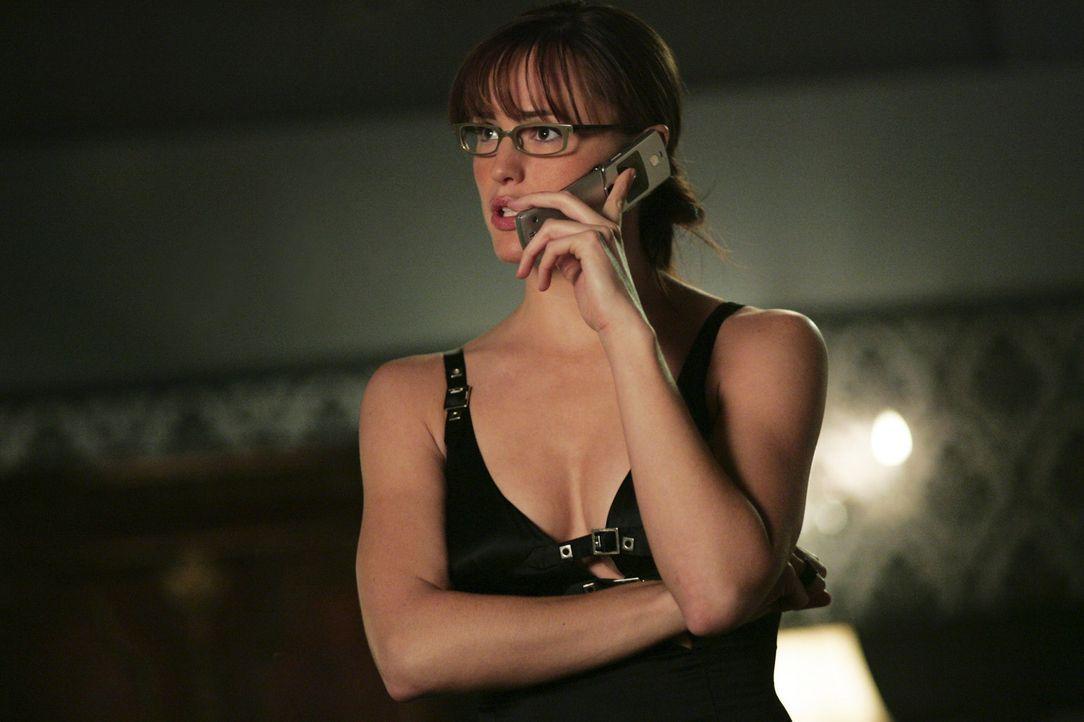 Nadia liegt in einem künstlichen Koma, um ihre Schussverletzung zu überstehen. Doch Sydney (Jennifer Garbner) findet heraus, dass Nadia vermutlich... - Bildquelle: Touchstone Television
