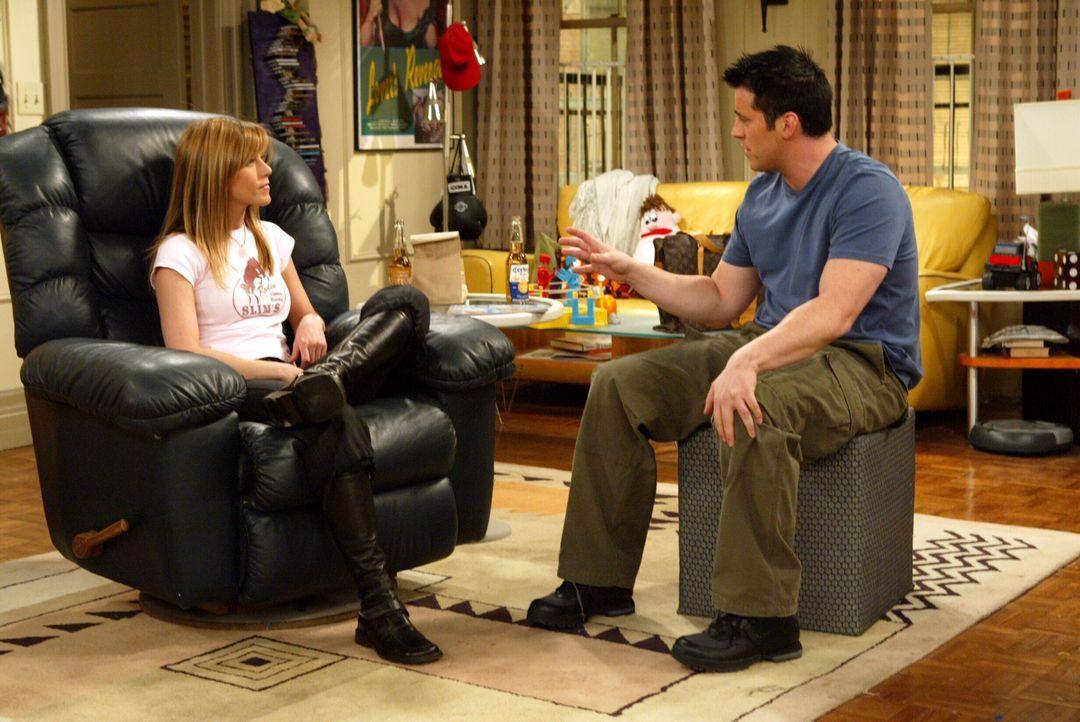 Ross, Monica, Joey (Matt LeBlanc, r.), Phoebe und Chandler geben eine Abschiedsparty für Rachel (Jennifer Aniston, l.), auf der sie sich bei jedem u... - Bildquelle: Warner Bros. Television