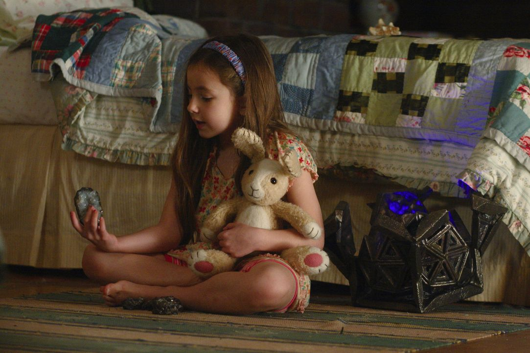 Mit der Unterstützung von Mimzy müssen Noah und Emma (Rhiannon Leigh Wryn) zwischen Gegenwart und Zukunft vermitteln ... - Bildquelle: Warner Brothers
