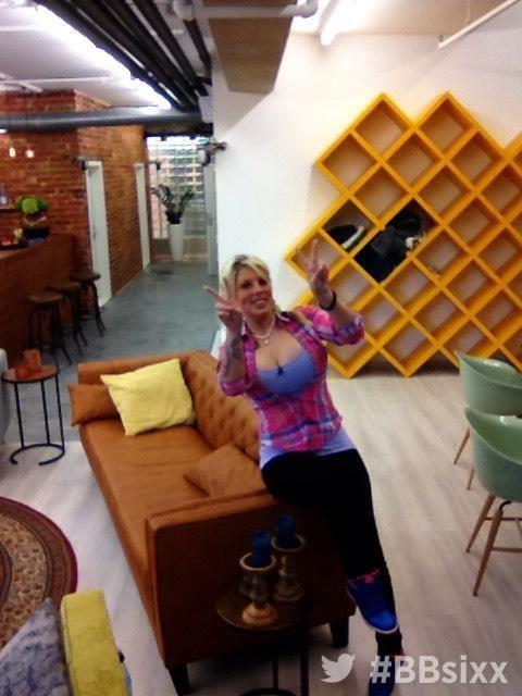 Tag 11: Sharon ist ausgelassen - Bildquelle: sixx