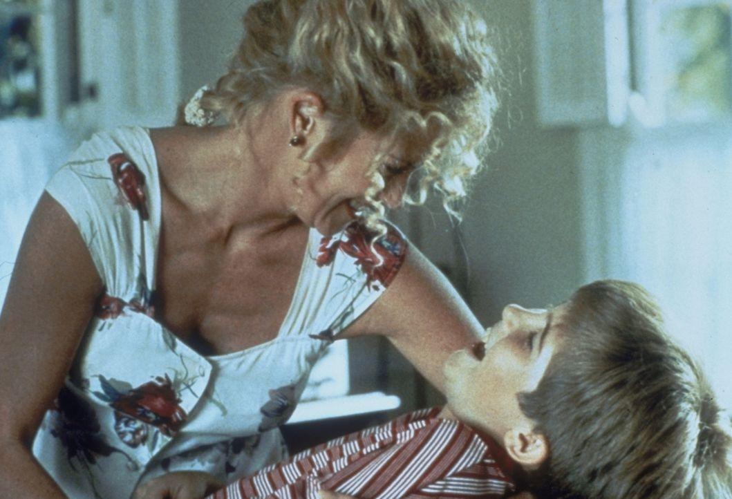 Zufrieden mit seiner Wahl: Frank (Michael Patrick Carter, r.) mag das Straßenmädchen V (Melanie Griffith, l.) von Tag zu Tag mehr. - Bildquelle: Paramount Pictures