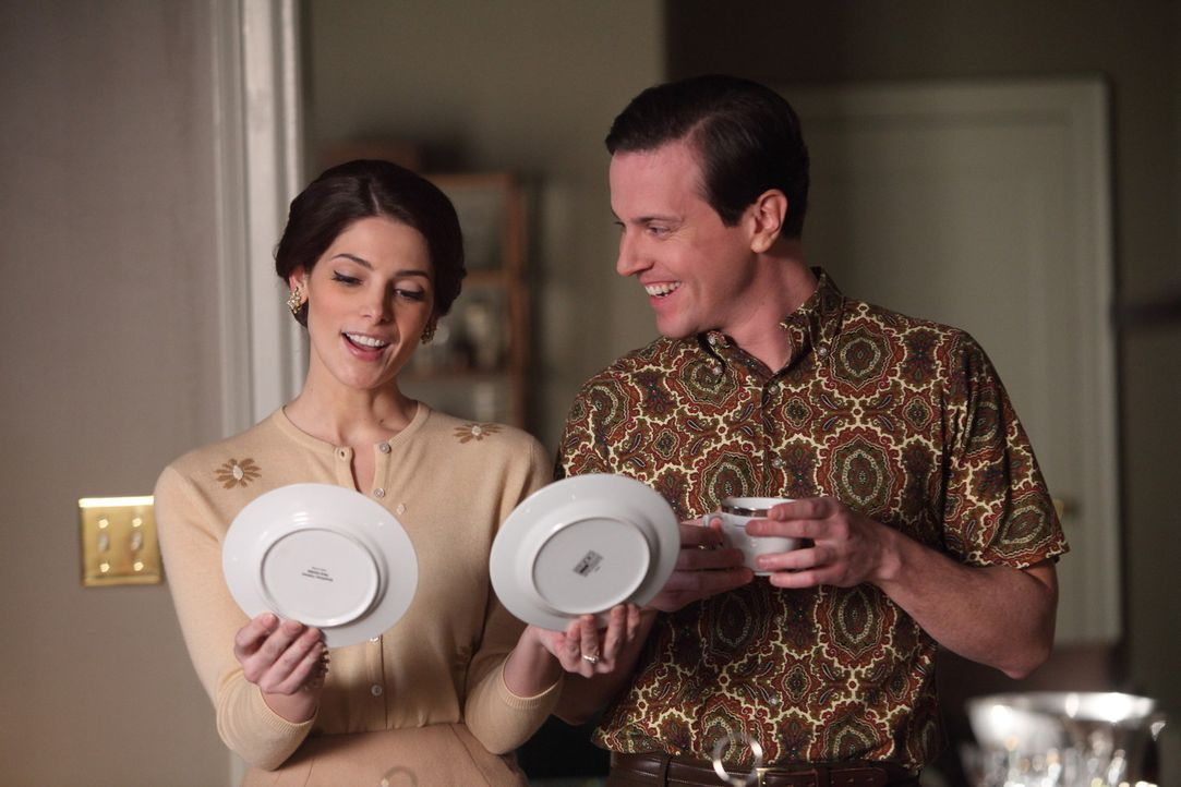 Die Vorbereitungen für die Eheschließung von Ted (Michael Mosley, r.) und Amanda (Ashley Greene, l.) sind im vollen Gange, als Maggie Ted ihre Bed... - Bildquelle: 2011 Sony Pictures Television Inc.  All Rights Reserved.