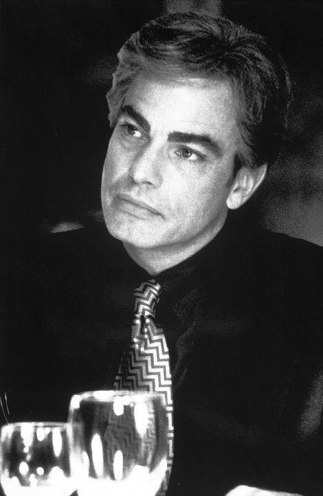 Der erfolgreiche Immobilien-Verkäufer Buddy Kane (Peter Gallagher) kann gewissen Frauen nicht widerstehen ... - Bildquelle: Lorey Sebastian TM+  1999 DreamWorks LLC. All Rights Reserved.
