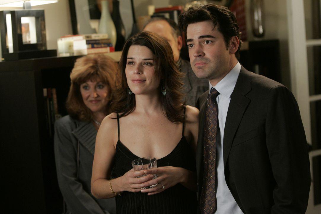 Er kommt aus einem wohlhabenden Elternhaus, er wird bald seine Freundin Ellen (Neve Campbell, l.) heiraten, und dann macht er gerade Karriere als Au... - Bildquelle: Nu Image Films