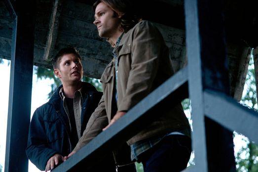 Supernatural - Als Sam (Jared Padalecki, r.) und Dean (Jensen Ackles, l.) erk...
