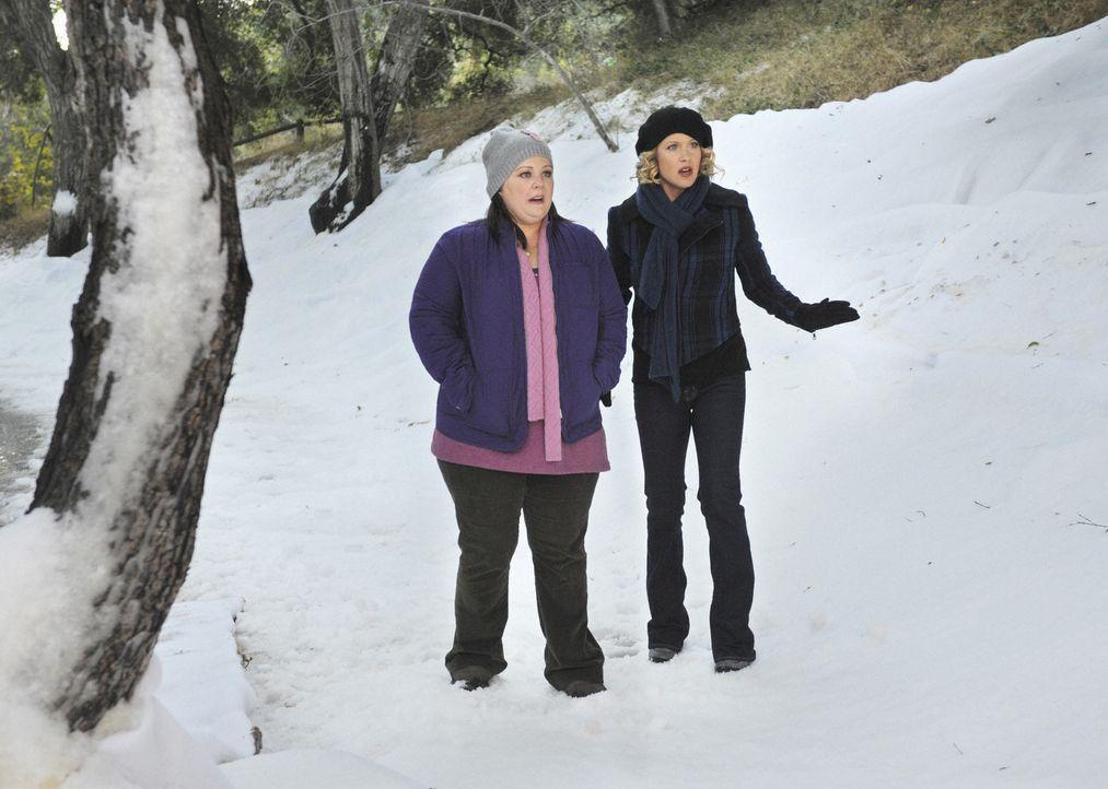 Können nicht glauben, was sie sehen: Dena (Melissa McCarthy, l.) und Samantha (Christina Applegate, r.) ... - Bildquelle: 2008 American Broadcasting Companies, Inc. All rights reserved.