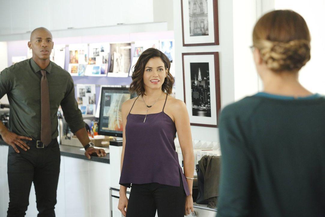 Kara (Melissa Benoist, r.) hat keine gute Woche: Nicht nur ist Supermans Erzfeind Reactron hinter ihr her, auch muss sie feststellen, dass Jimmy (Me... - Bildquelle: 2015 Warner Bros. Entertainment, Inc.