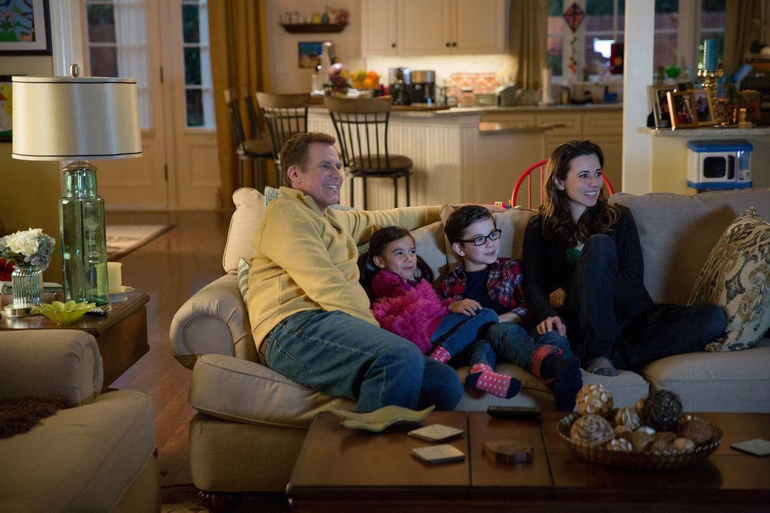 Das Familienleben von Brad (Will Ferrell, l.), seinen Stiefkindern Megan (Scarlett Estevez, 2.v.l.) und Dylan (Owen Vaccaro, 2.v.r.) und seiner neue... - Bildquelle: (2017) Paramount Pictures.
