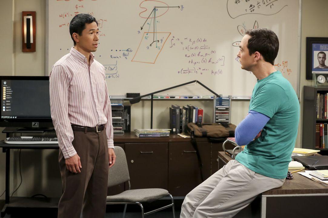 Tam Nguyen (Robert Wu, l.); Sheldon (Jim Parsons, r.) - Bildquelle: Warner Bros. Television