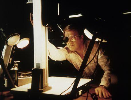 Agentin mit Herz - Jake Williamson (Richard Herd) will das Konzept für ein wi...