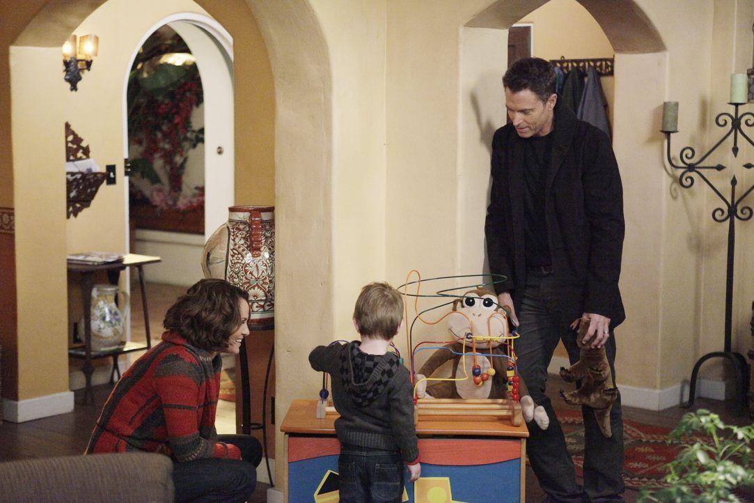 Werden sie um ihre Familie kämpfen? Violet (Amy Brenneman, l.), Pete (Tim Daly, r.) und Lucas (Jack und Joey Bobo, M.) ... - Bildquelle: ABC Studios