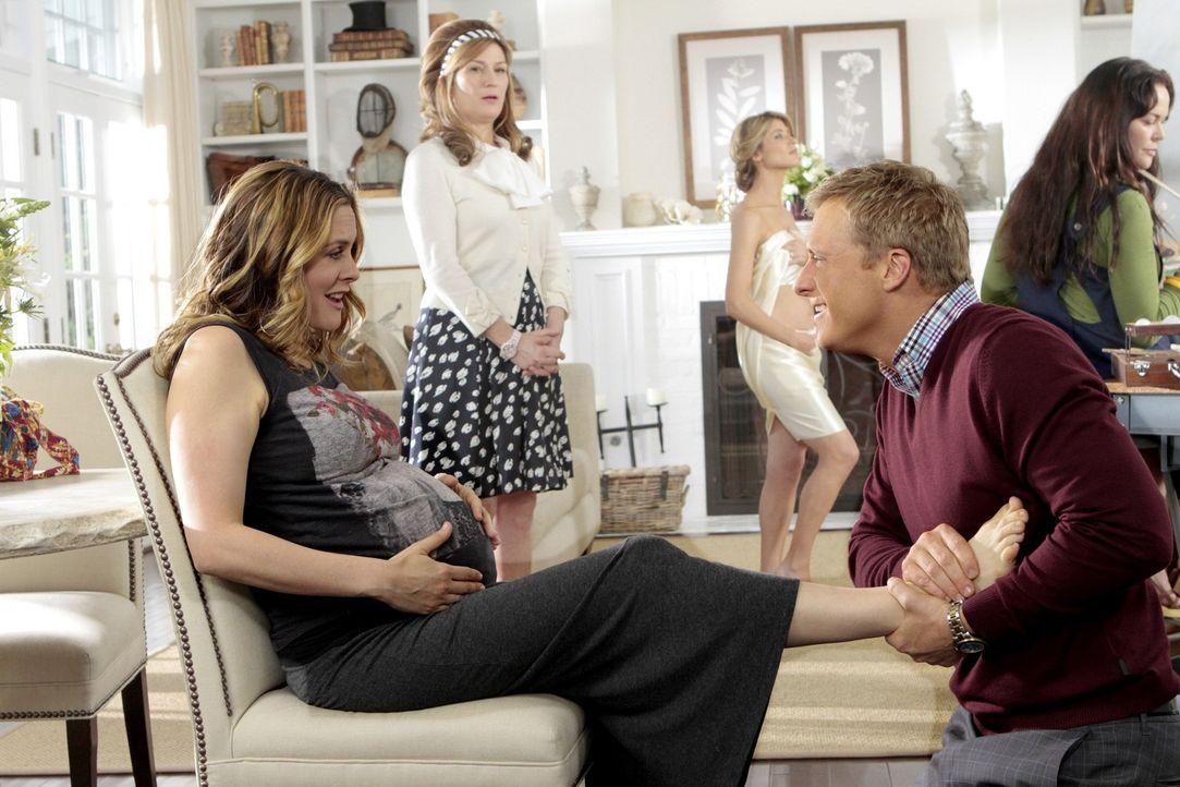 George und Eden (Alicia Silverstone, l.) sind davon überhaupt nicht begeistert, dass sich Sheila (Ana Gasteyer, M.) und Noah (Alan Tudyk, r.) in ih... - Bildquelle: Warner Brothers