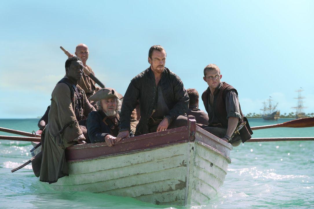 Möchte den Piraten eine eigene Nation verschaffen: Captain Flint (Toby Stephens, M.) ... - Bildquelle: 2015 Starz Entertainment LLC, All rights reserved.